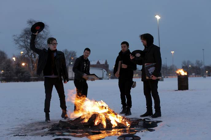 Fall Out Boy returns – new single out Today and album 'Save Rock And Roll' out May 3 in Australia