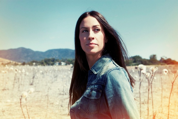 Alanis Morissette to release new album 'Havoc And Bright Lights' on August 31