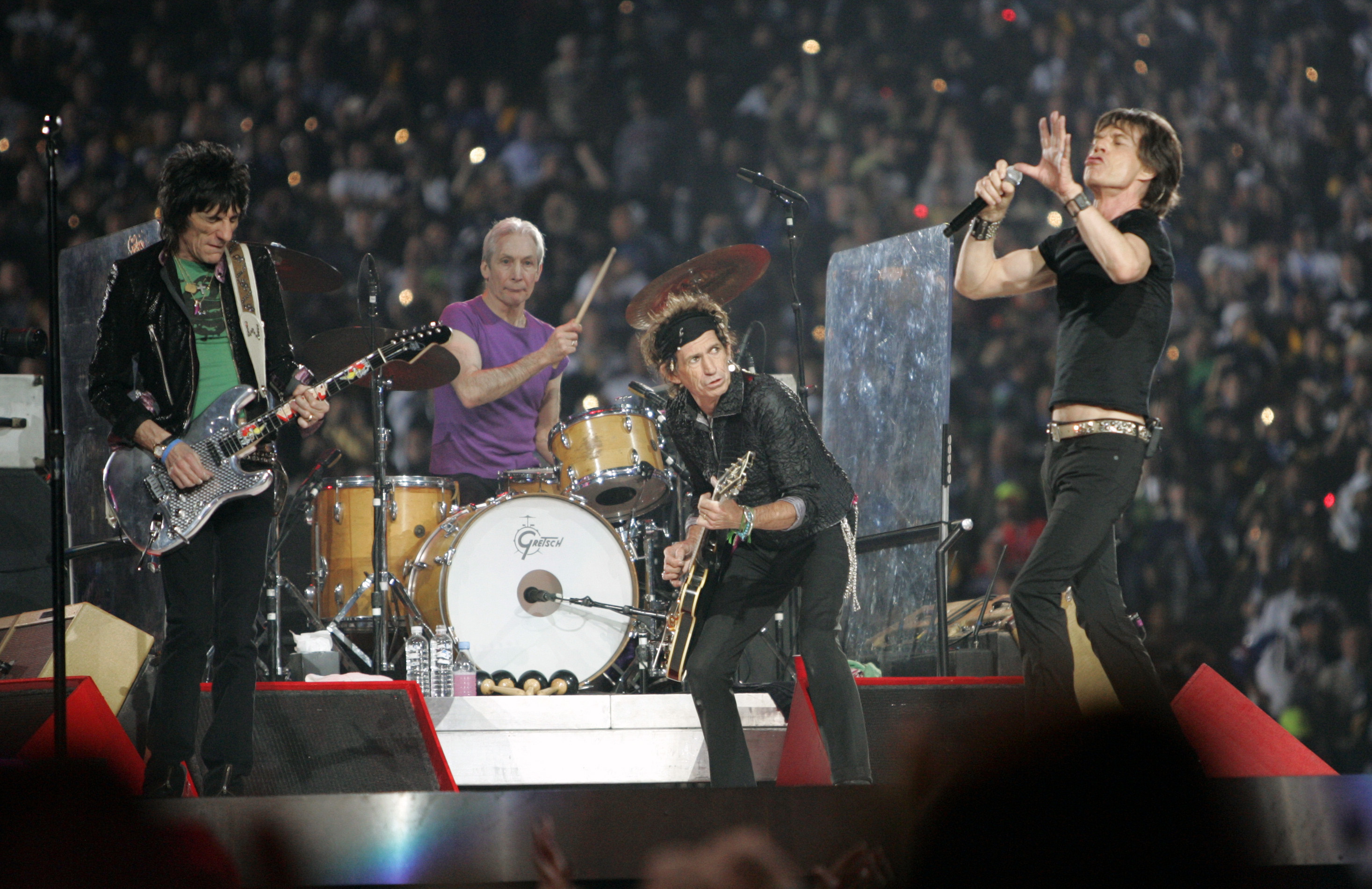 THE ROLLING STONES RETURN TO LIVE ACTION WITH SPECTACULAR ARENA SHOWS ON BOTH SIDES OF THE ATLANTIC